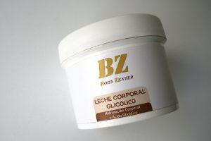 cuerpo-joven-crema-leche-corporal-glicólico-hidratante-tratamiento-reafirmar-antiedad-hidratación