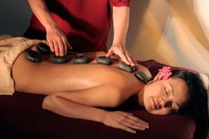 masaje-relajante-piedras-calientes-volcánica-relax